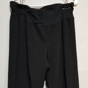 Maurices pull on black gaucho capris